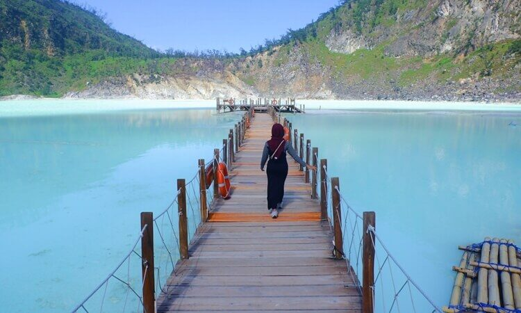 """Bak di Luar Negeri, Inilah Cantiknya """"Kawah Putih"""" di Jawa Barat"""